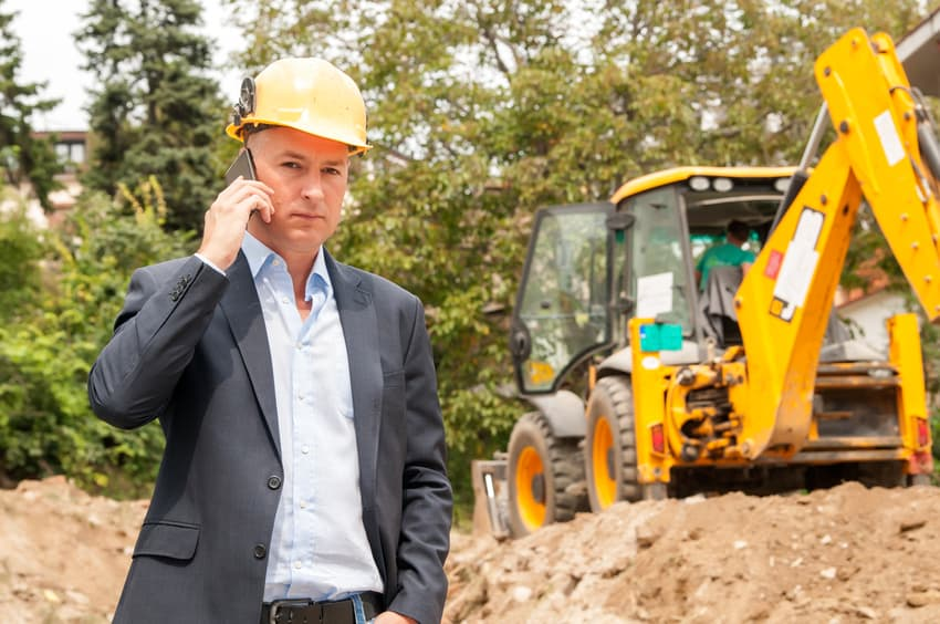 stock-photo-47111084-engineer-construction-talking-mobile-phone